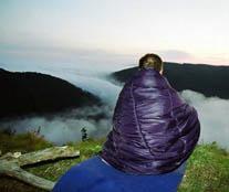 Фото  -  Сант (недо-просветленный) на вершине горы у небесной реки